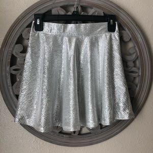 🍬 Xhilaration silver tinsel skirt